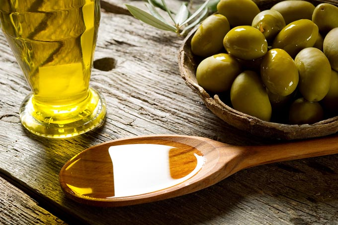 bigstock-olive-oil-over-spoon-27485537_mini