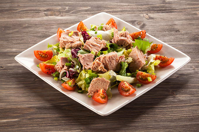 bigstock-Tuna-and-vegetable-salad-76224209