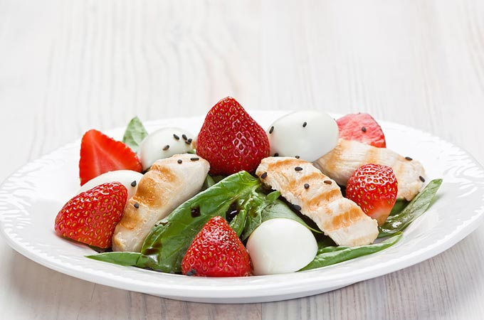 bigstock-Spinach-Chicken-Strawberry-Sal-48740837