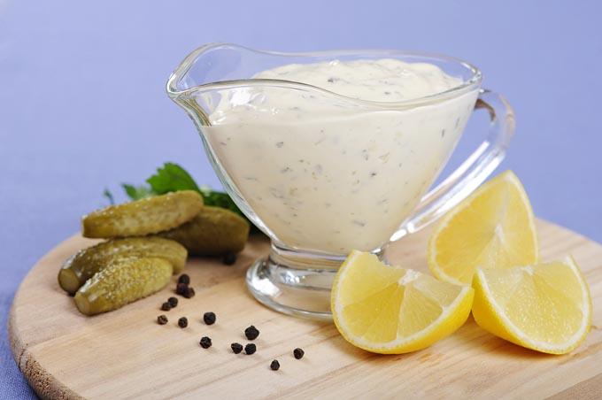Tartar sauce and lemon