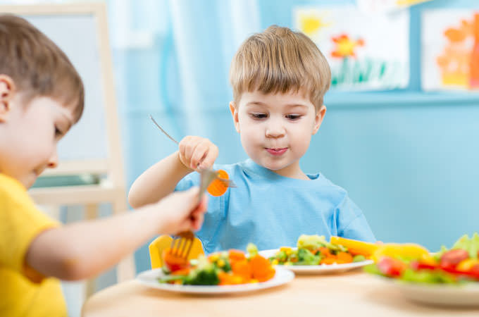 How-To-Get-Your-Kids-To-Eat-Healthy-cover