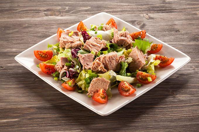 bigstock-Tuna-and-vegetable-salad-76224209