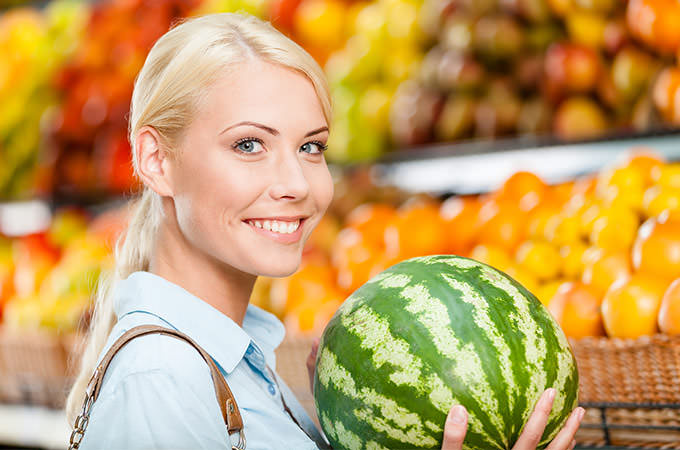 bigstock-Girl-at-the-shop-choosing-frui-62111171