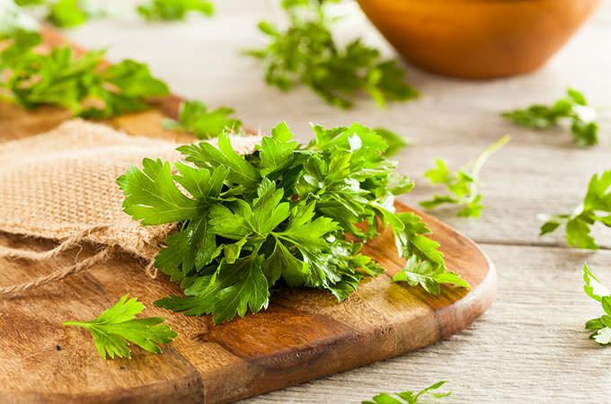 bigstock-Organic-Italian-Flat-Leaf-Pars-98735612