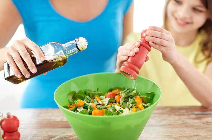 bigstock-food-healthy-eating-family-a-84982922