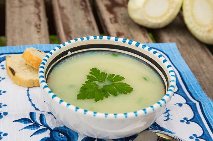 bigstock-Fennel-Cream-Soup-In-The-Plate-68513293